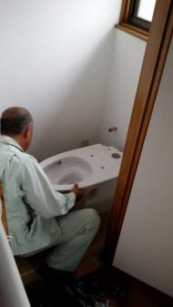 トイレ設置中