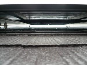 屋根とパネルの間の写真