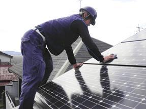 太陽光パネルの定期清掃