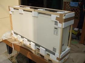 蓄熱暖房器の梱包を外した状態
